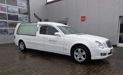 Leichenwagen weiß foliert  Bestattungen Niemeyer Nordhorn